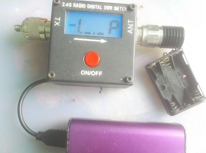 《无线发射功率测试用的大红点驻波表改供电防电池漏油损坏机子》
